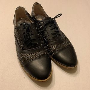 Sam & Libby Lace Up Oxfords Laser Cut Sneakers 8.5